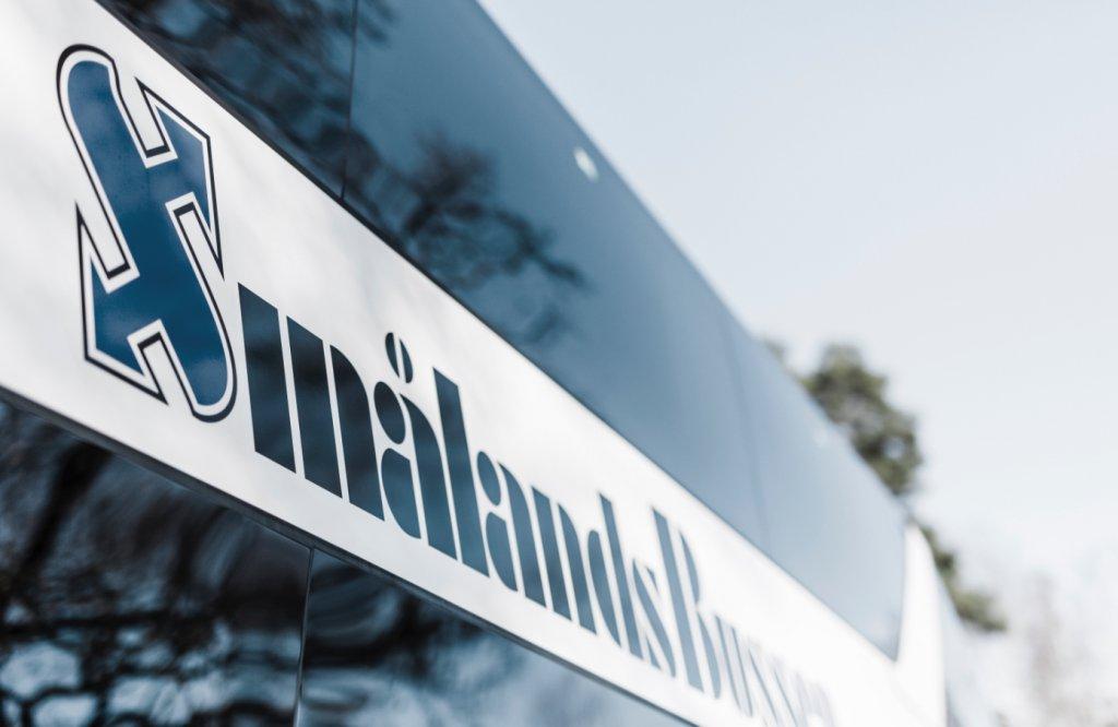 Smålandsbussen logotyp på buss